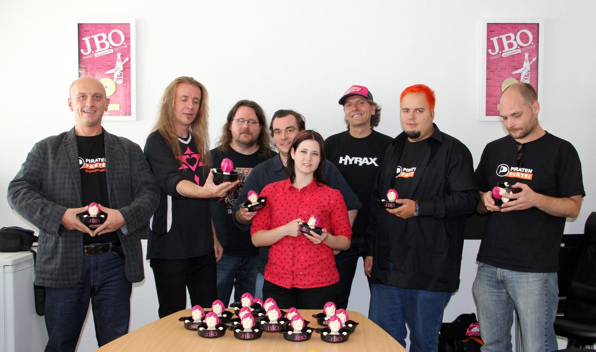 Pressemitteilung: J.B.O. spenden Angie-Saftpressen für den Wahlkampf der Piratenpartei